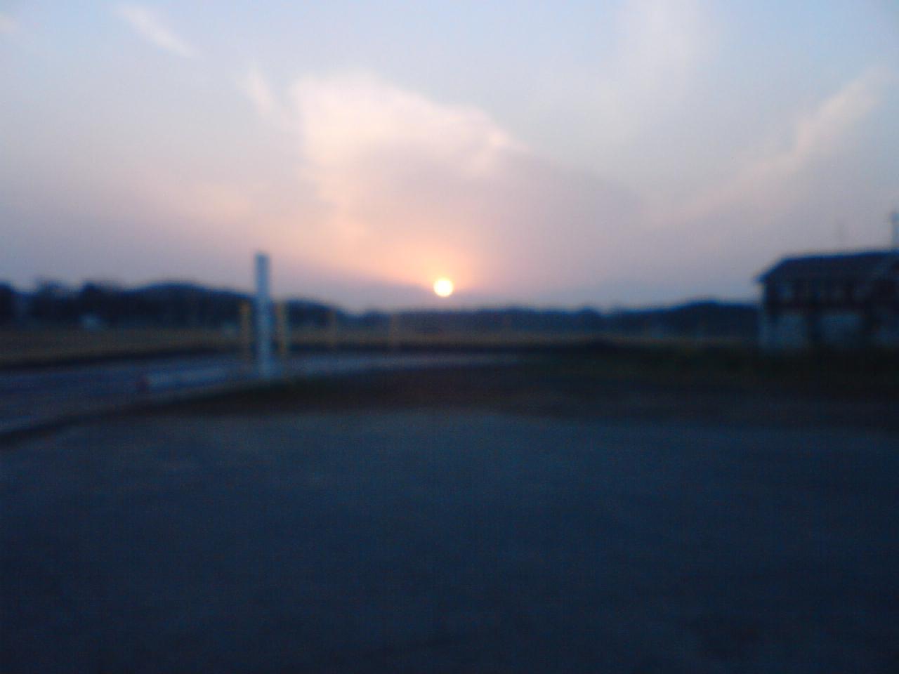 東の空3月20日午前6時35分